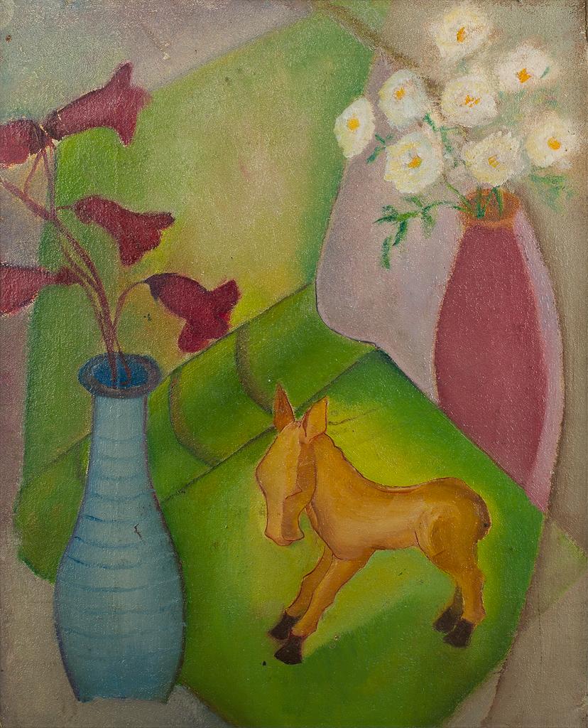 Stilleven met twee vaasjes, bloemen en een paardje