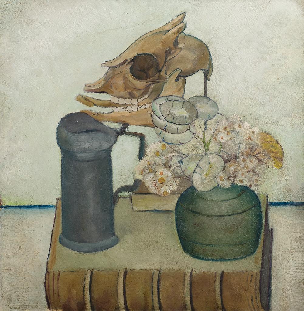 Stilleven met tinnen kan, pot bloemen en schedel