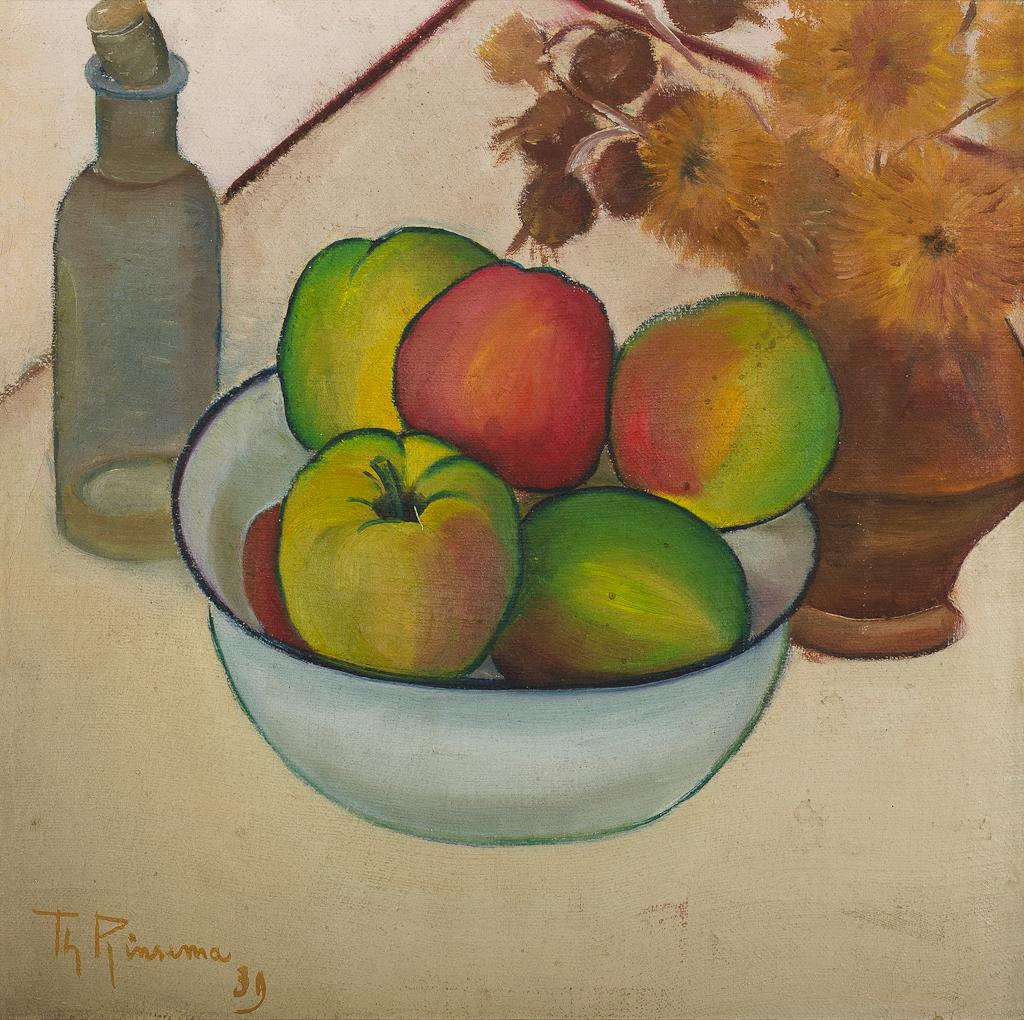 Stilleven met strobloemen in pot, flesje en schaal met appels
