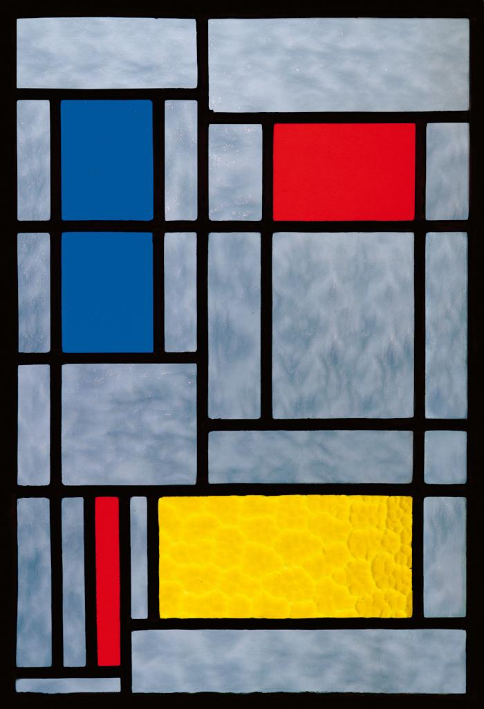 Glas-in-loodraam, compositie met geel, blauw en rood