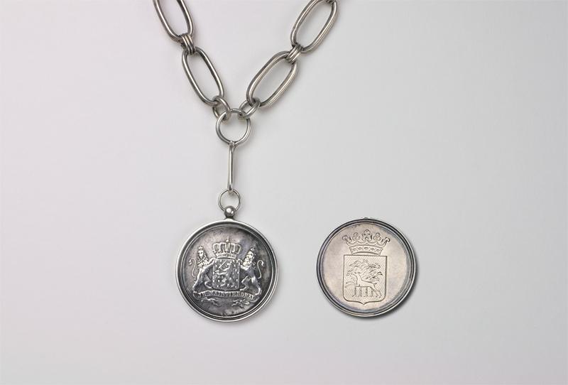 Zilveren ambtsketen met penning van de burgemeester van Smallingerland