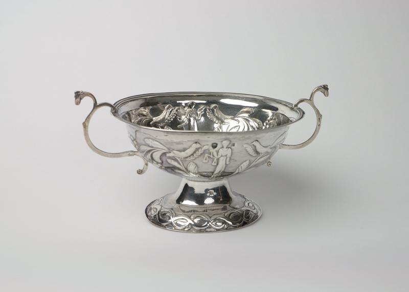 Zilveren brandewijnkom