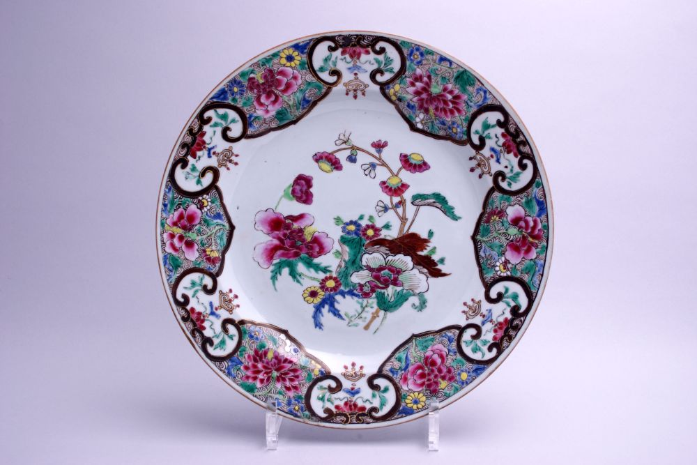 Chinees bord met bloemdecor