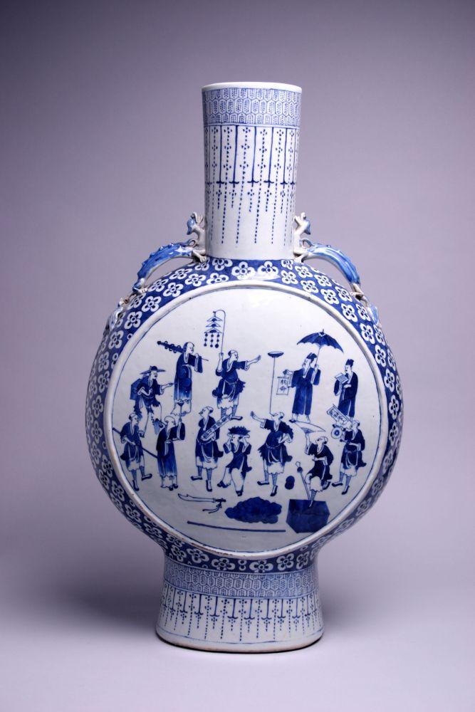 Chinese maanfles met een decoratie van jongleurs