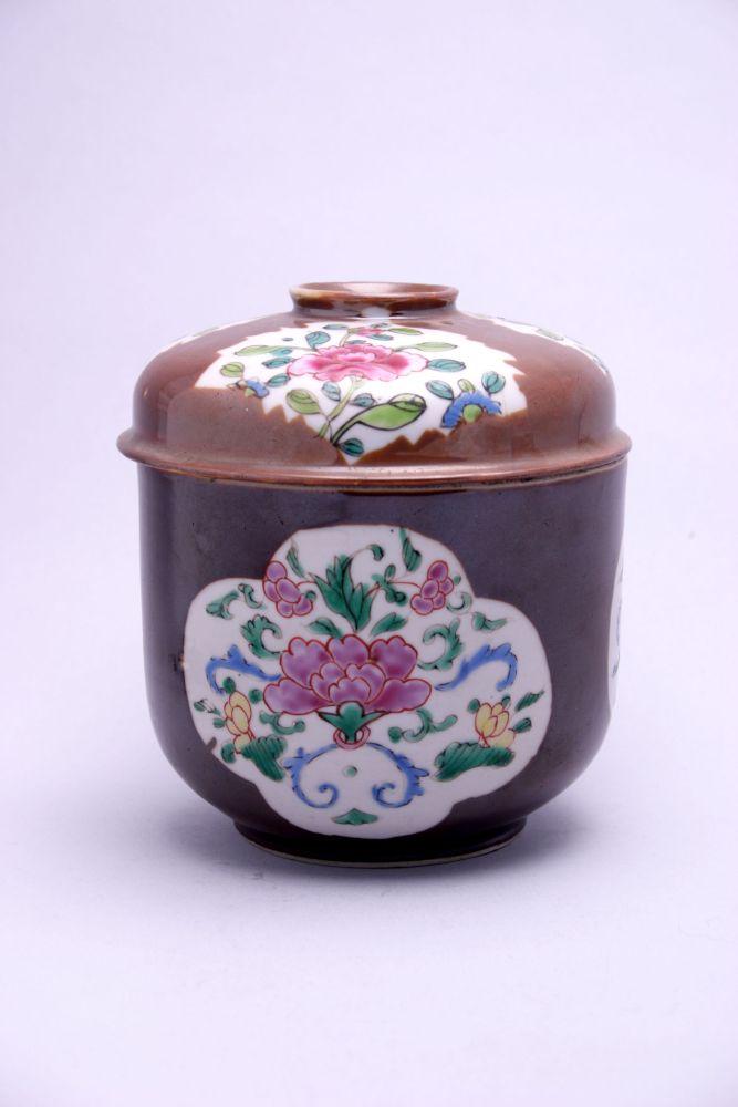 Kandijpot van Chinees porselein met een schildering van een bloem