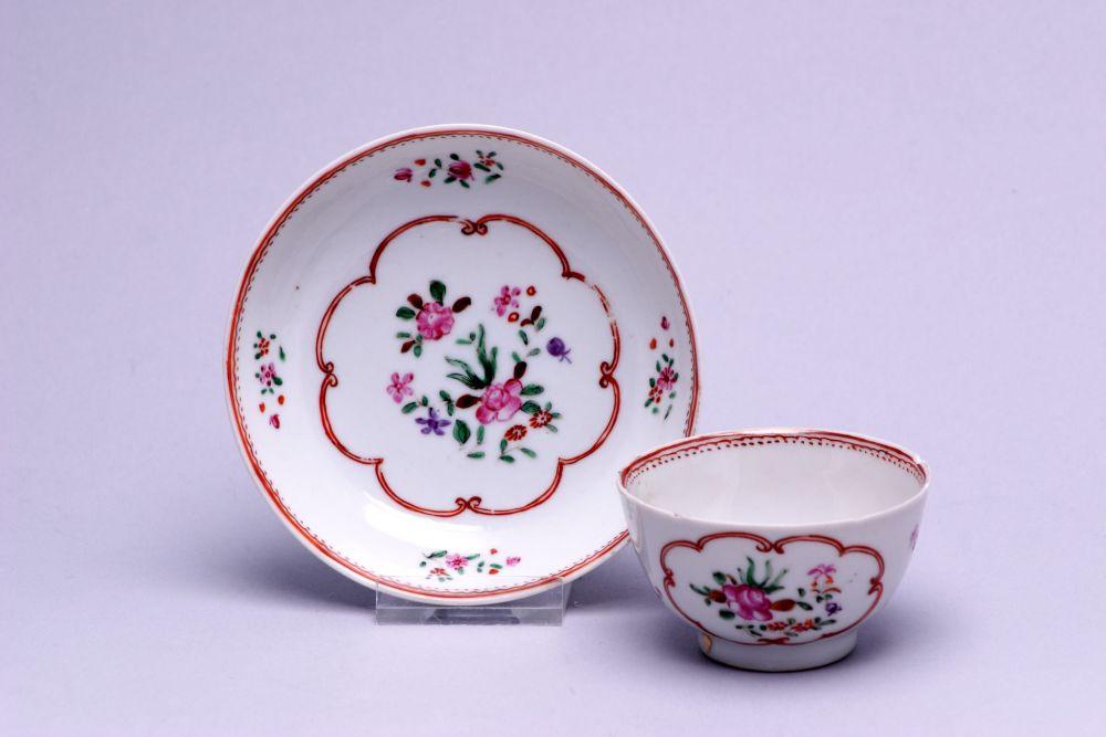 Chinees kopje met bloemdecoratie