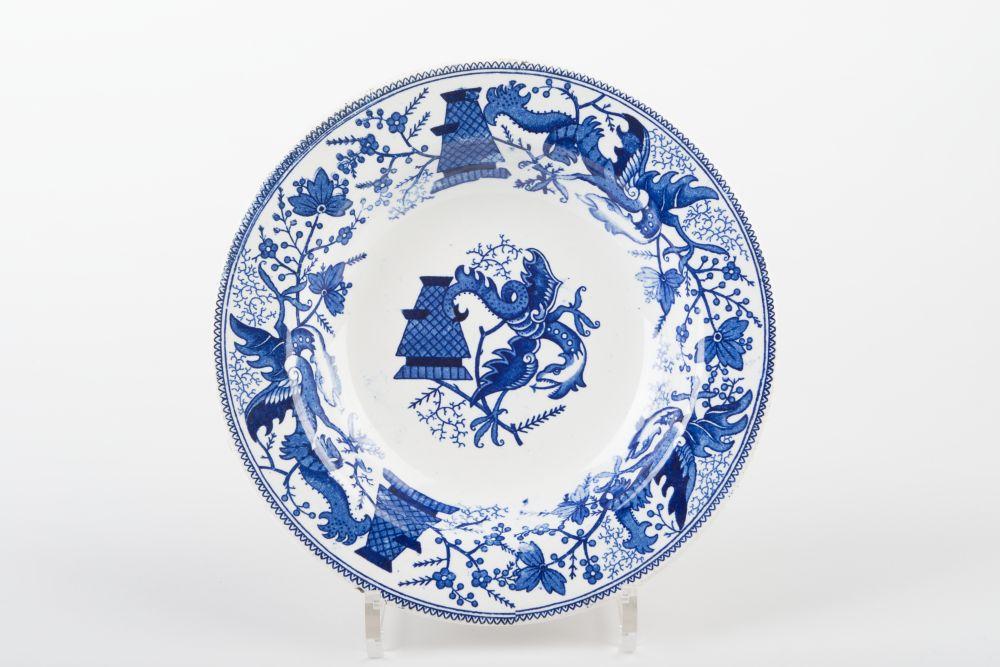 Nederlands bord gedecoreerd met vazen en draken
