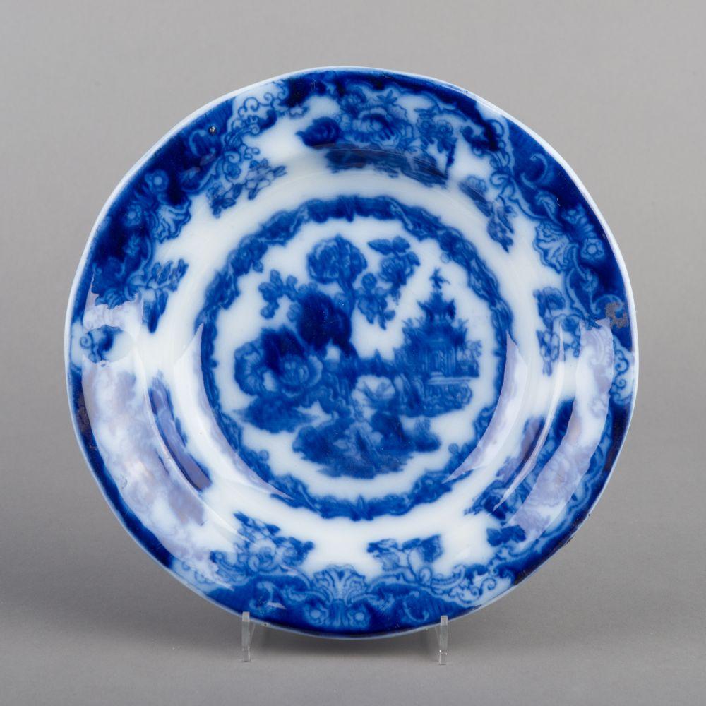 Blauw-wit bord met floraal decor