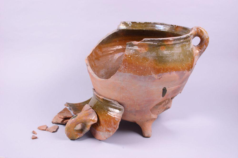 Pot van geglazuurd aardewerk