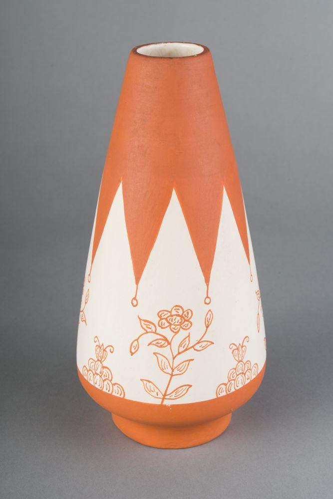 Vaas van wit aardewerk beschilderd met terracotta
