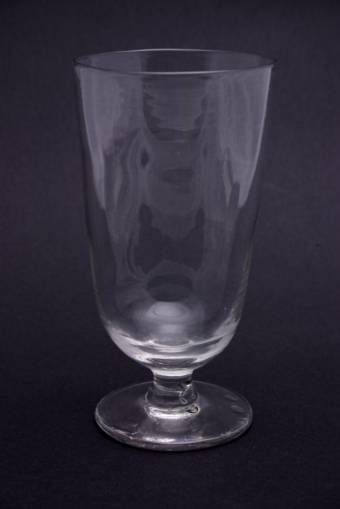 Hoog glas op een voet
