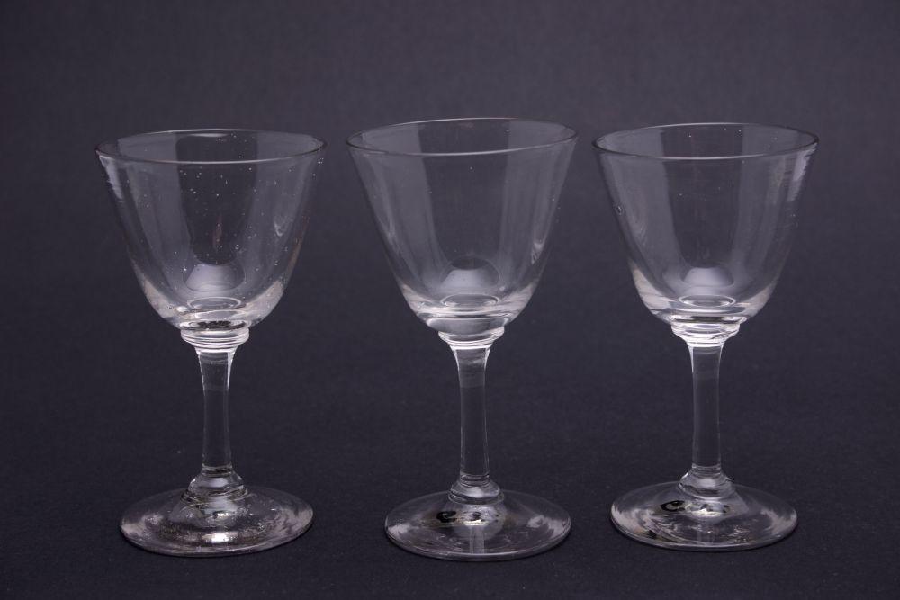 Drie glaasjes met rechte steel