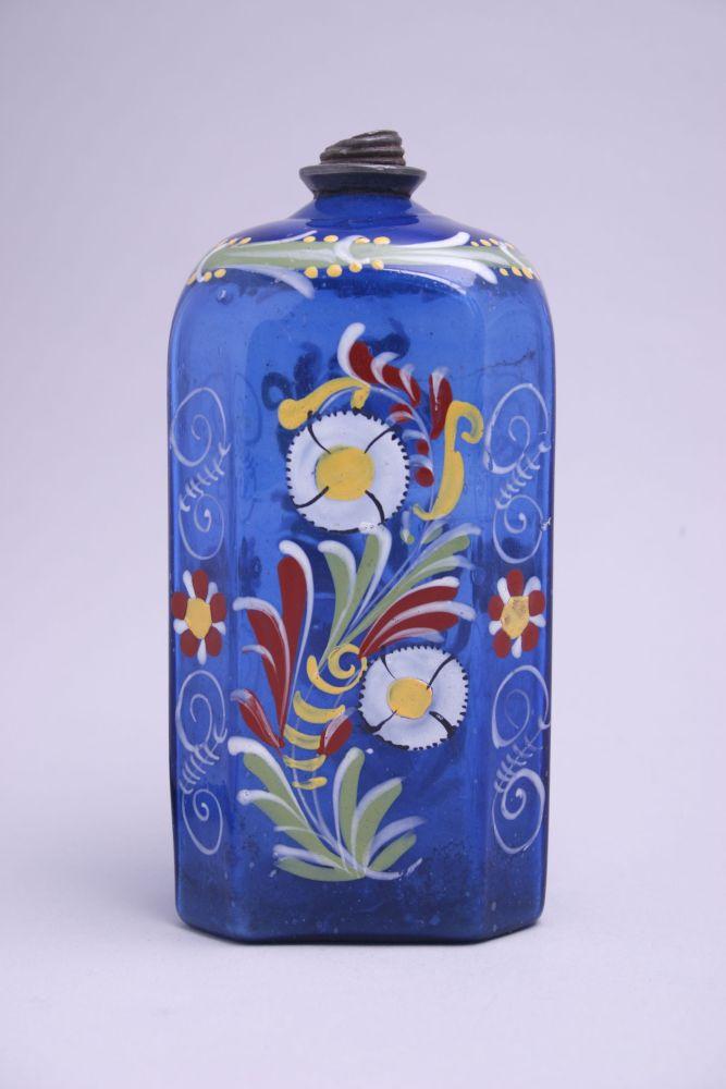 Blauwe muizenfles met bloemdecoratie