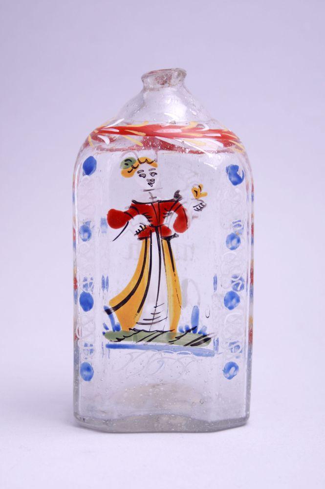 Muizenfles met decoratie van een vrouwenfiguur en een spreuk