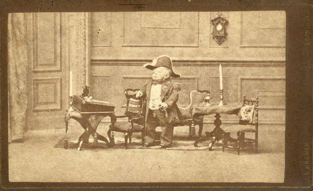 Foto van Jan Hannema als Admiraal Tom Pouce