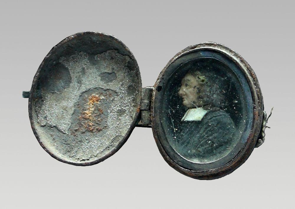 Medaillon met wassen portretje van Jean de Labadie