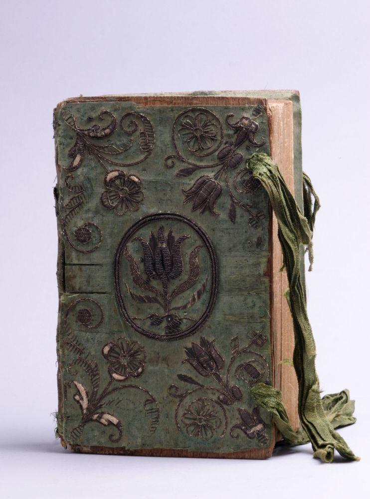Bijbel bekleed met geborduurde zijde, toegeschreven aan Anna Maria van Schurman
