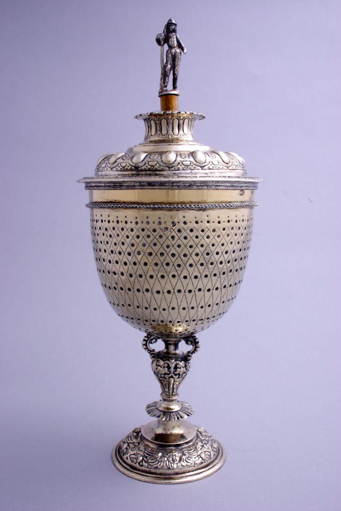 Zilveren dekselbokaal door Wolter Herbers en Alger Hotzes