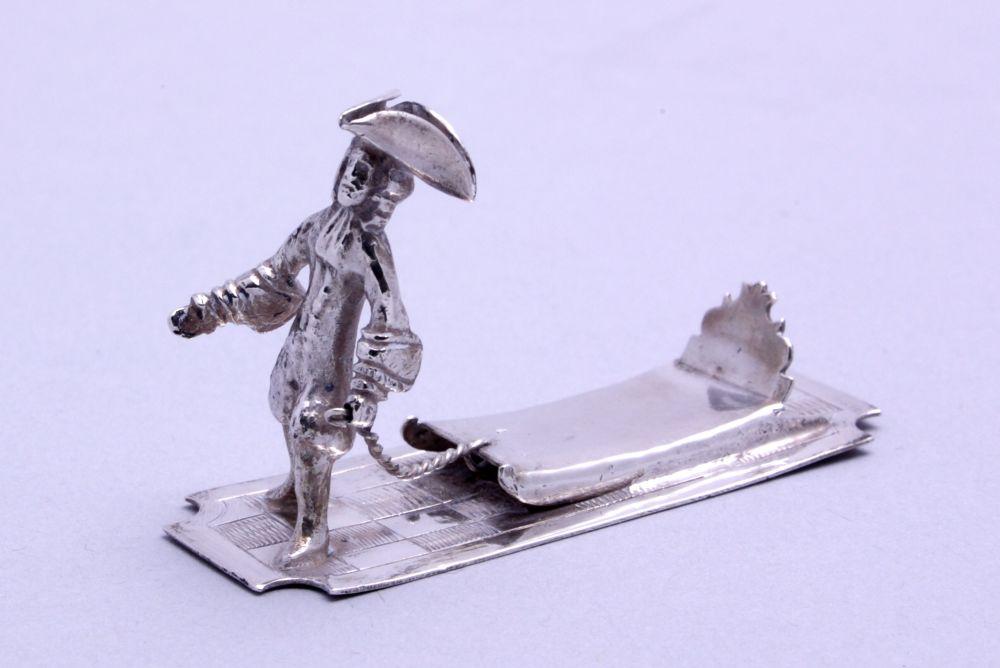Miniatuur man met trekslee door Sibout S. Buma