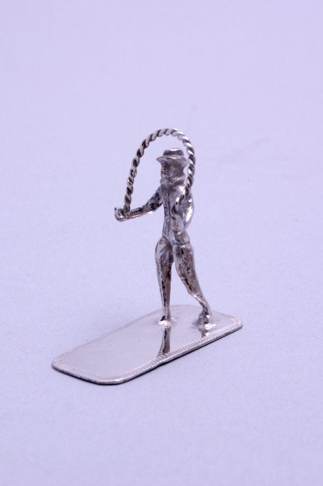 Miniatuur van touwtjespringende man door Sibout S. Buma