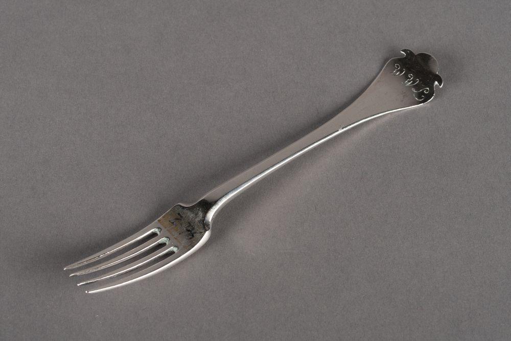 Zilveren vork met uitopende steel