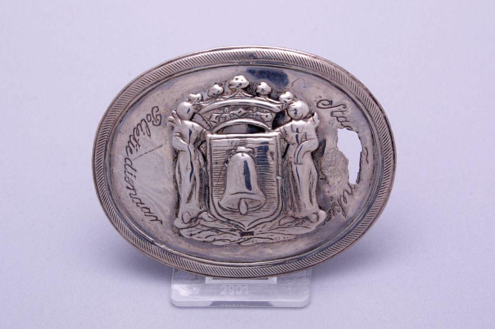 Zilveren politiegesp met Franeker wapen door P.A. Guldenarm