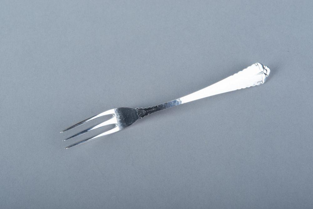 Drietandige vork met monogram door C.L.J. Begeer