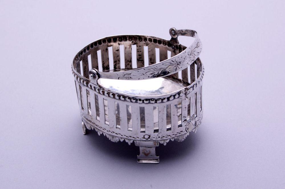 Zilveren schaaltje met hengsel