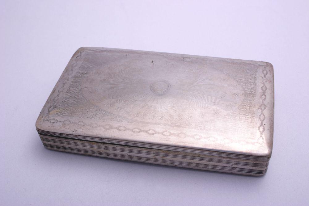Zilveren tabaksdoos met inscriptie door C. van Dam-Kooiman
