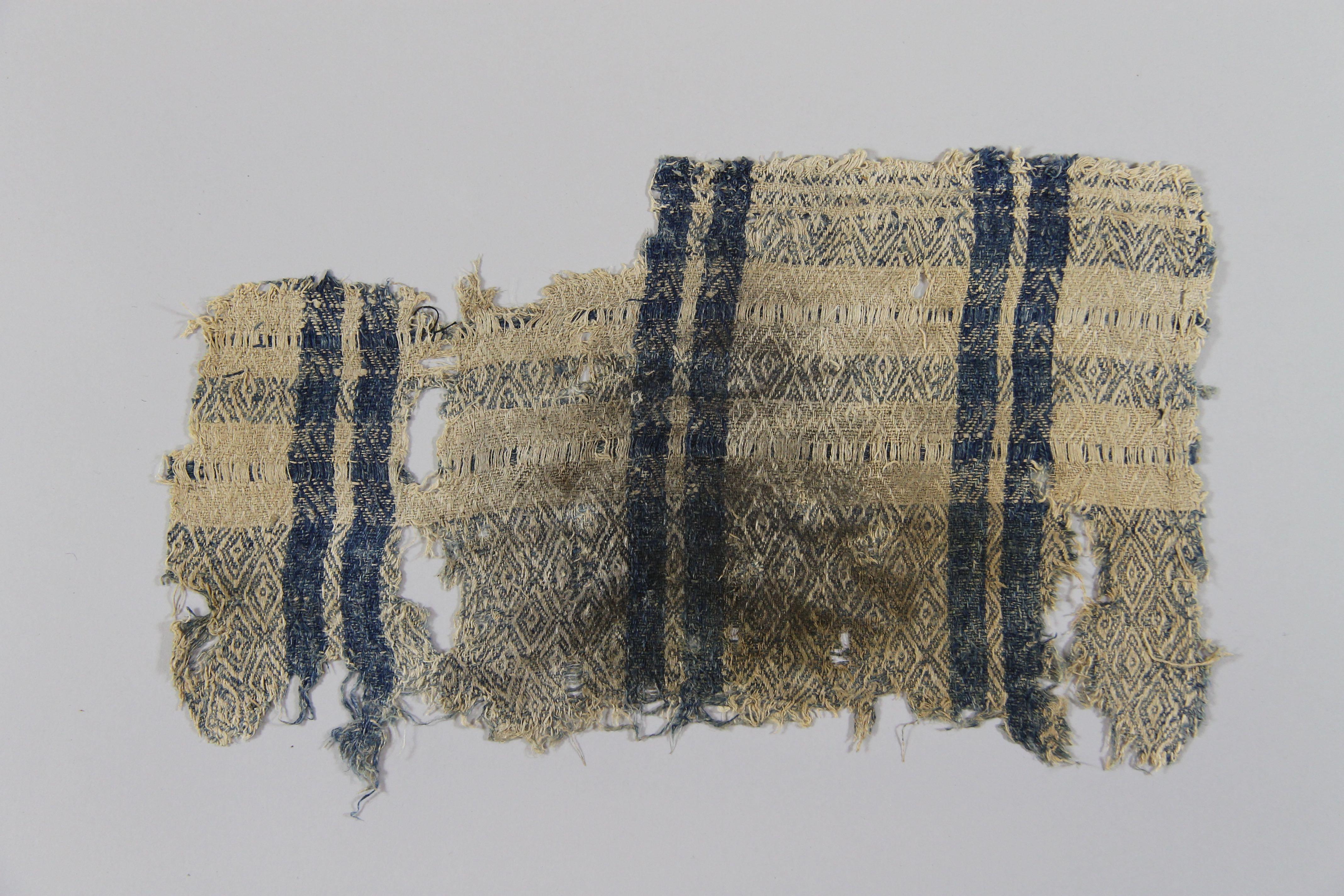Woven linen textile (fragment)
