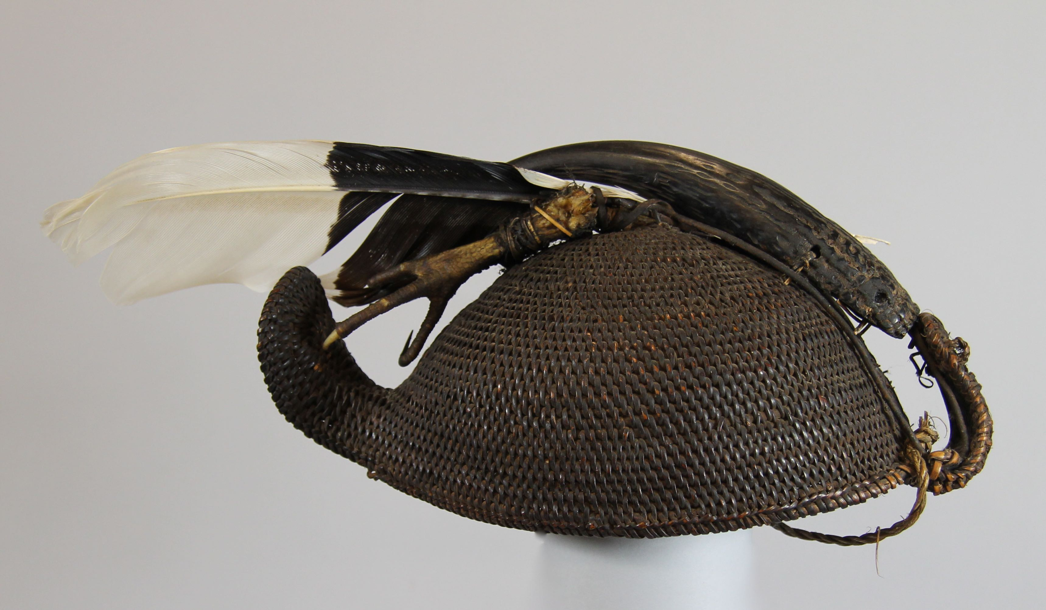 "Hunter's headdress (""apa tani"")"