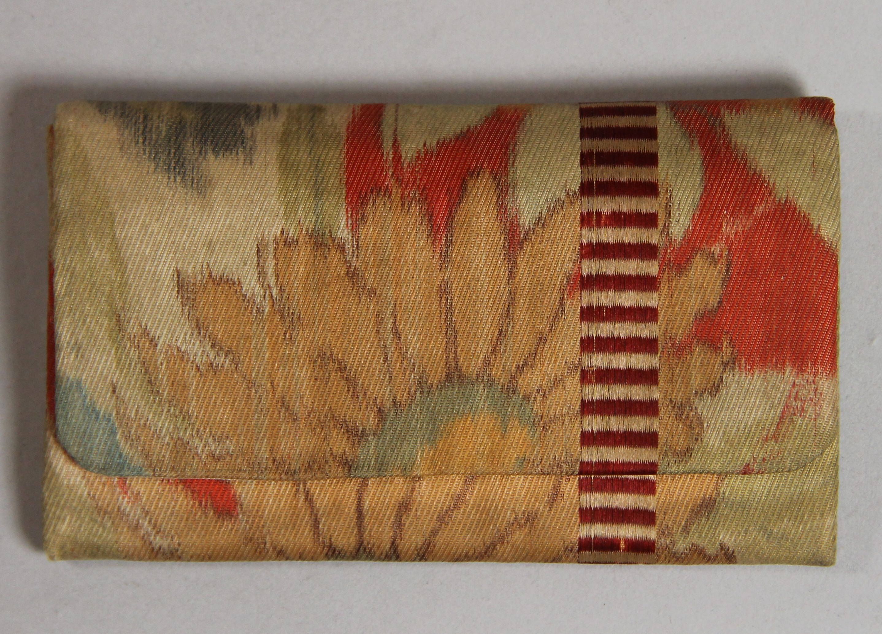 Purse with comb
