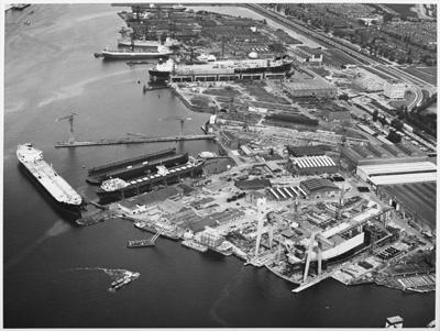 Luchtfoto van de NDSM werf in de zomer van 1972. [...]