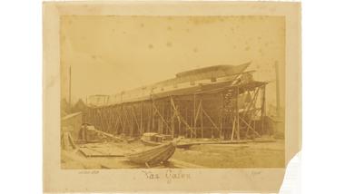 Het stalen barkschip Van Galen bij het op stapel zetten