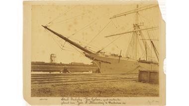 Het stalen barkschip Van Galen (voorschip) gebouwd op de werf...