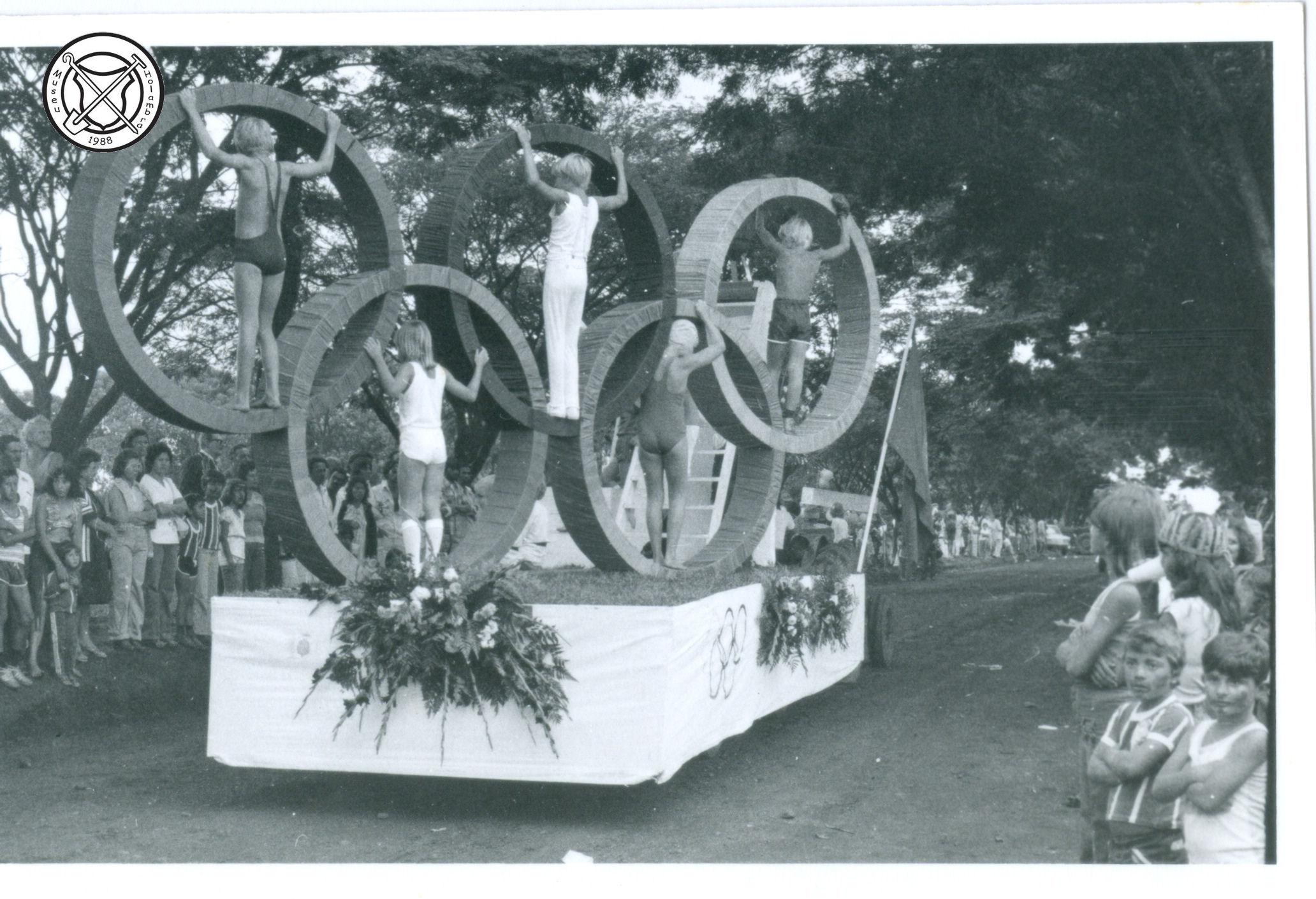 Carnavalsoptocht met het thema Olympische Spelen