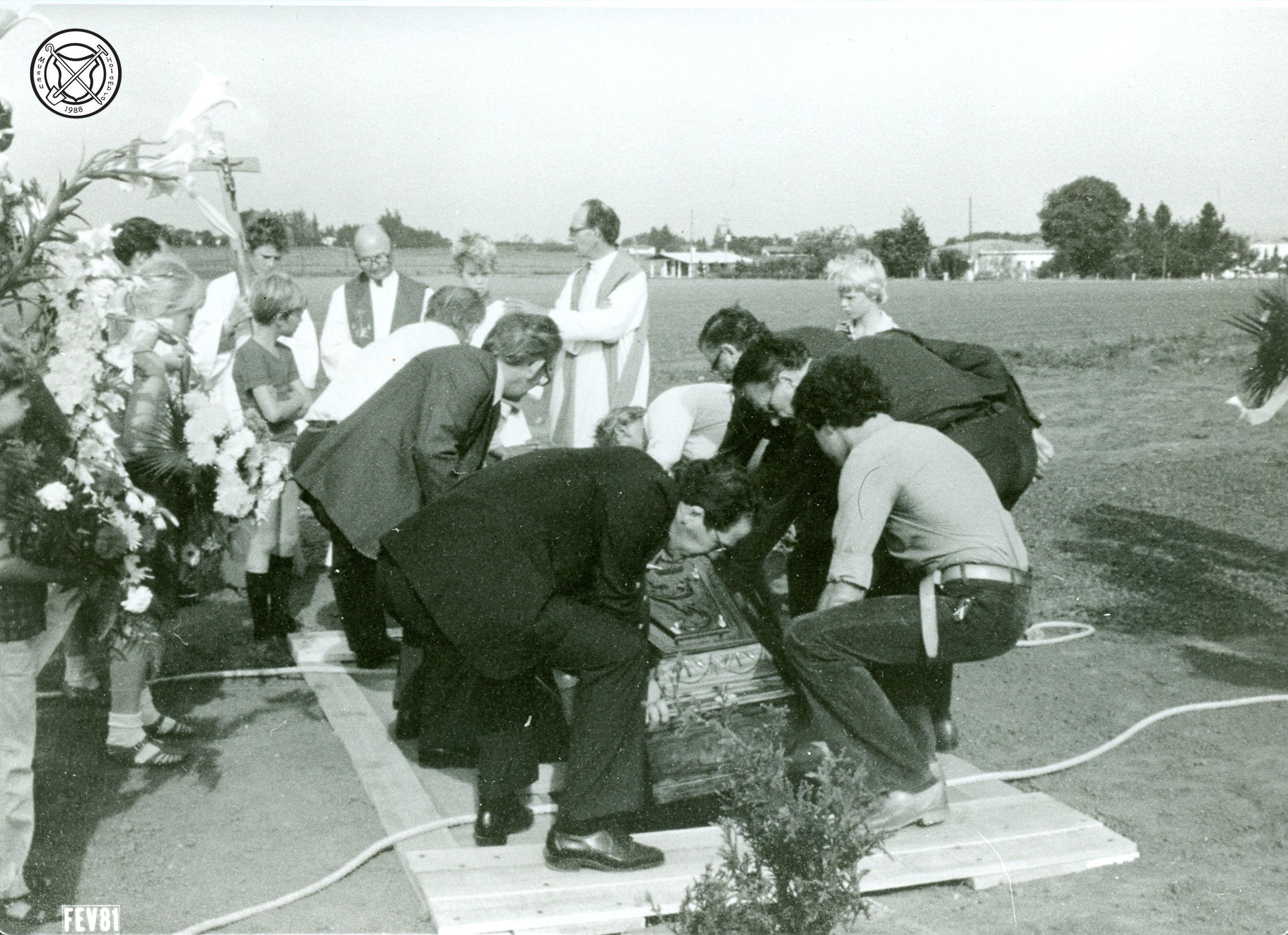 De eerste begrafenis op het kerkhof van mevrouw Hogenboom
