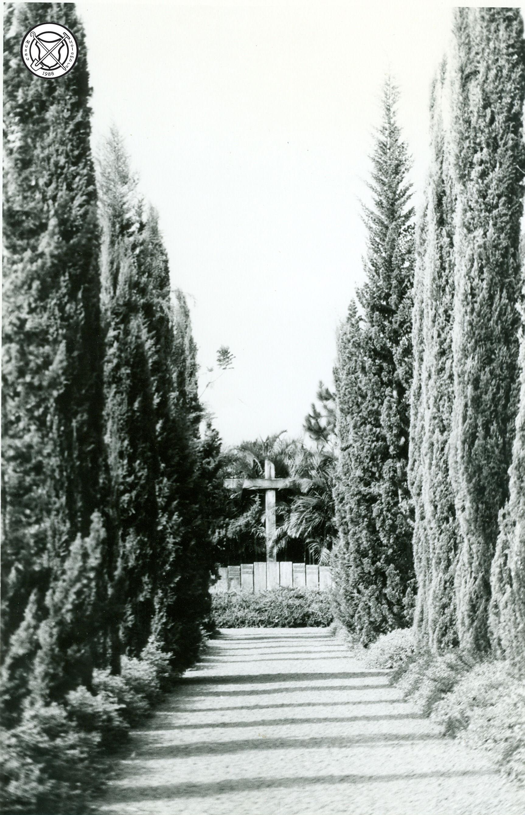 Hoofdpad van het kerkhof