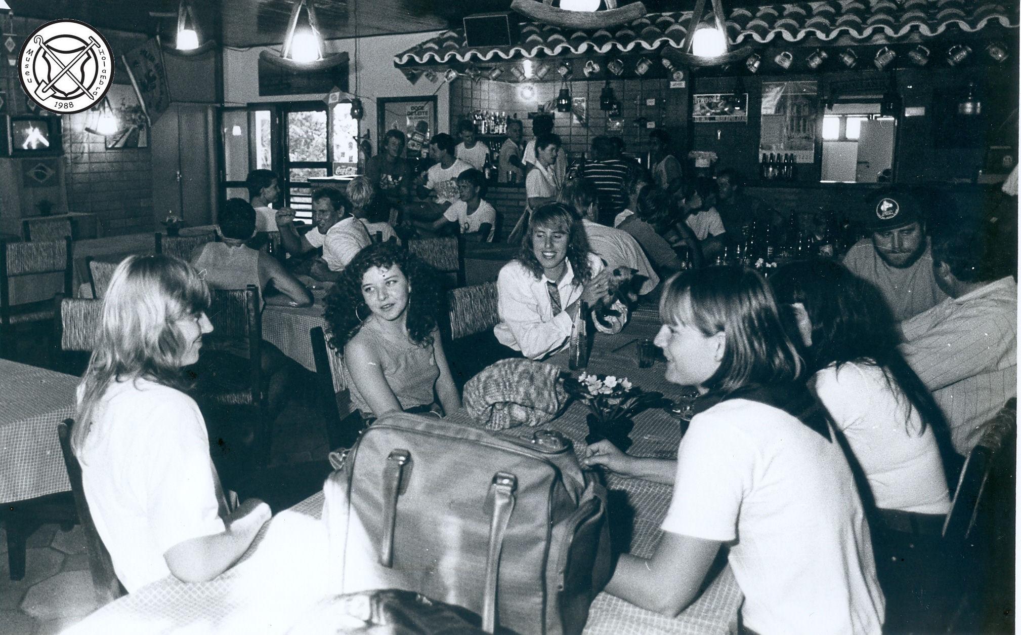 Gezellige bijeenkomst in de bar van de Club
