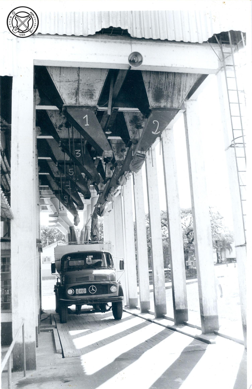 De losplek onder de silo's