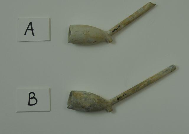 Fragmenten van [een] pijp[-en]. Afkomstig uit het VOC-schip 'Geldermalsen', vergaan in 1752.