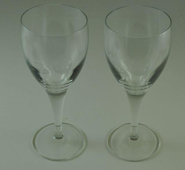Glas met het wapenschild van Snouck Hurgronje. Twee glazen