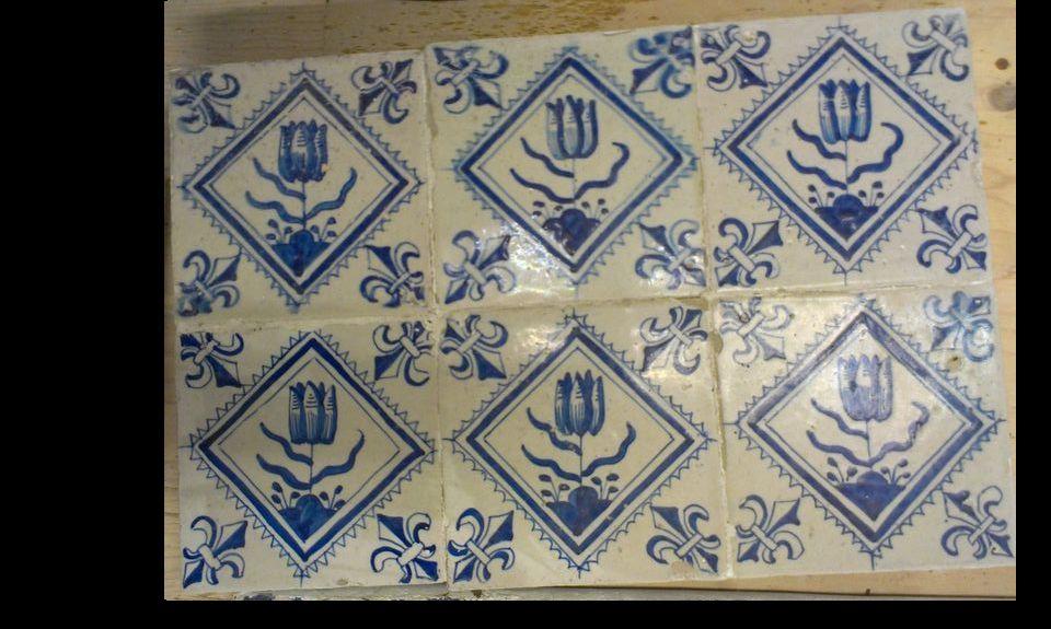 Blok van 6 Tulp-tegels inkwadraat.