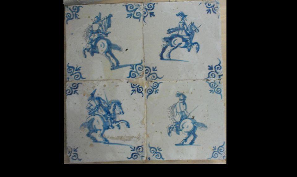 Blok van 4 tegels: Ruiters te paard.