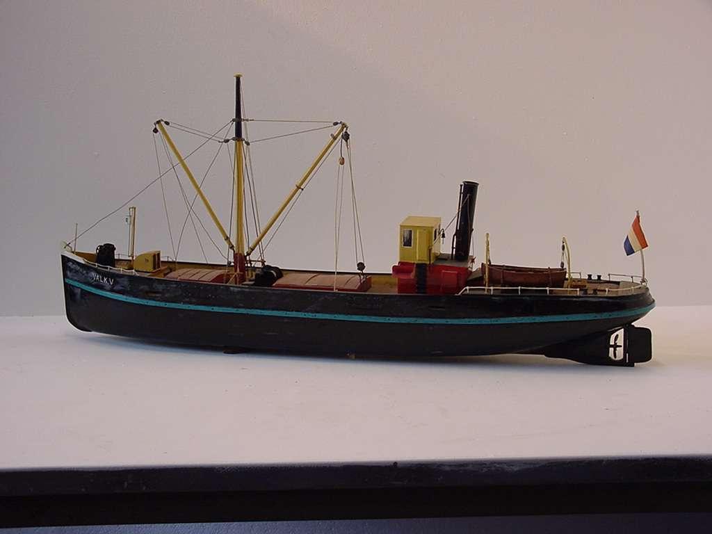 Volmodel van een binnenvrachtschip (poon) 'Valk V'.
