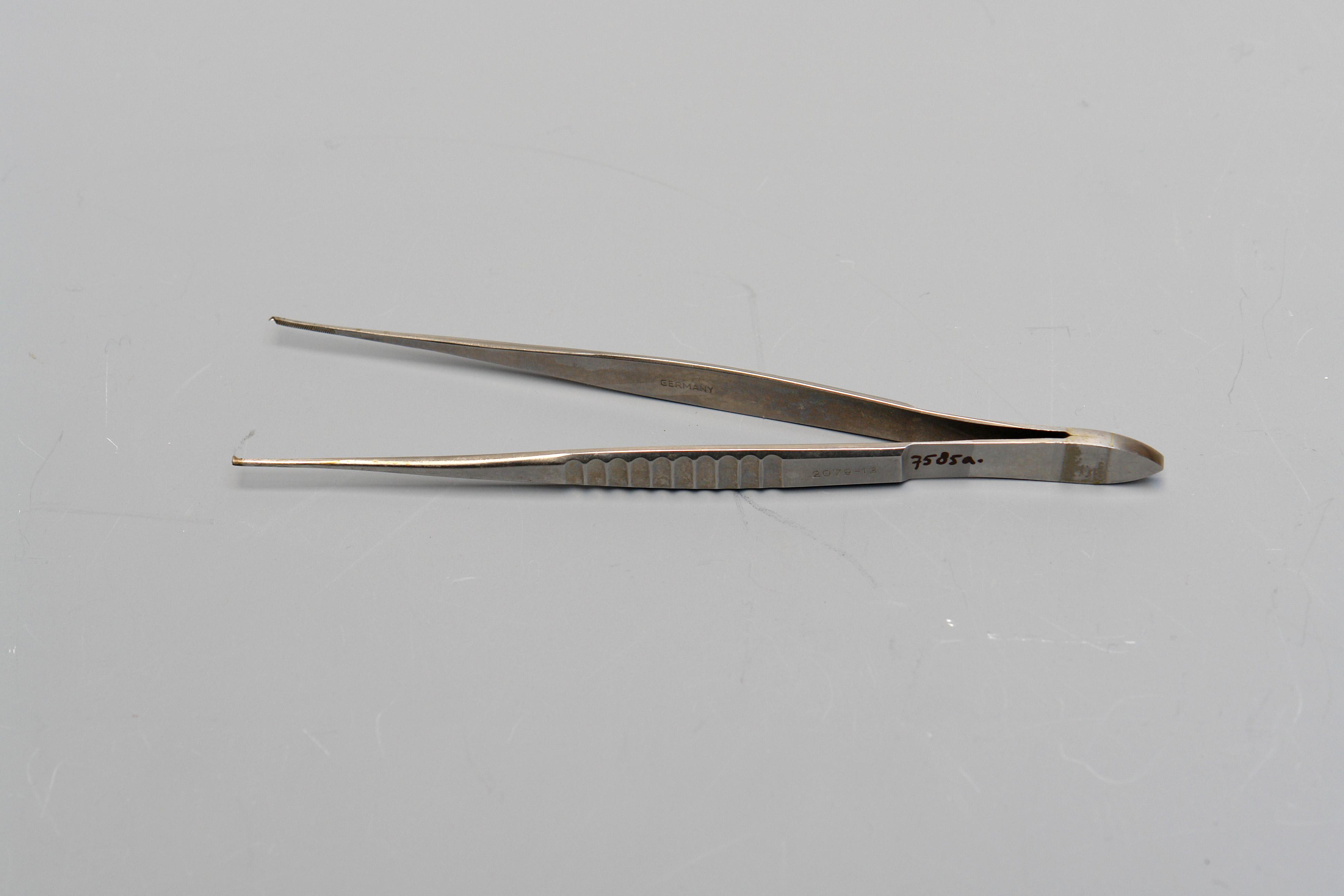 Chirurgische pincet, gebruikt in het ziekenhuis te Purmerend, circa 1900-1975